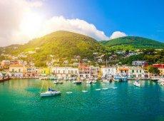 Ischia-Porto-iStock-000042525710